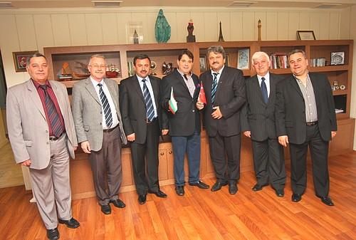 Кметът на Джебел Бахри Йомер обеща да отклонява порции от фондовете на ЕС към гр. Измир.